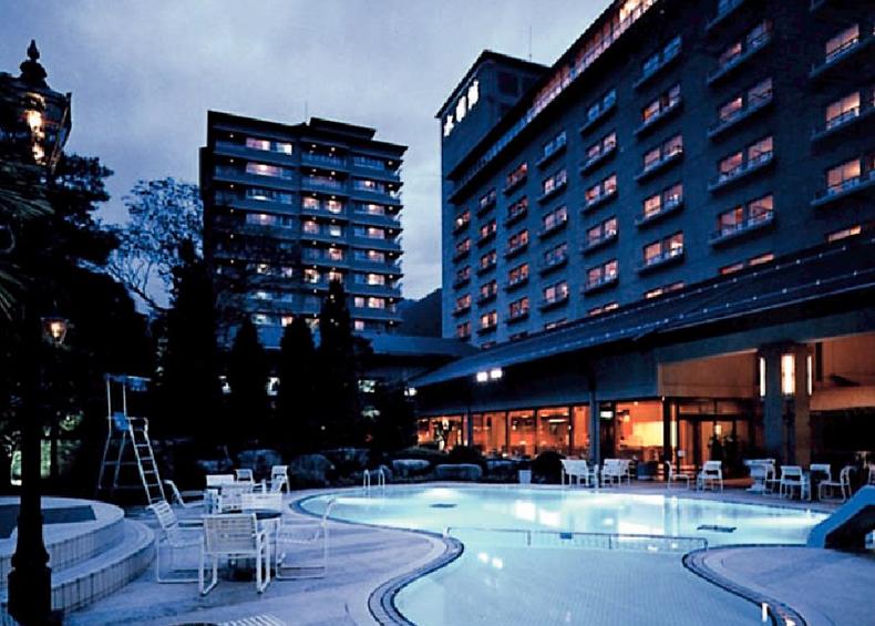 清流飛騨川に沿って建つ水明館は、名実ともに飛騨路を代表する温泉リゾート空間。