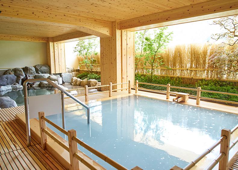 """高濃度アルカリ性単純泉のお湯は、角質を取る働きがあることから""""天然石けん""""の別名も持つ「美肌の湯」として古くから知られています。"""