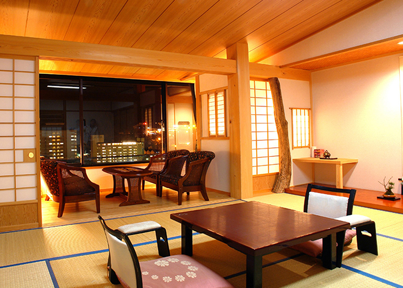 木の香は檜と木の温もりを感じさせる落ちつきのある和室。