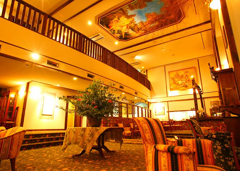 紗々羅では、日常の喧噪を離れゆったり寛いでいただくため、 館内全体を通しアートな空間を演出しております。