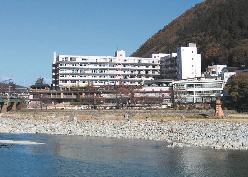 日本三大名湯下呂温泉の望川館(ぼうせんかん)は、家族、カップルに好評の貸切露天風呂と旬の料理が自慢の宿です。