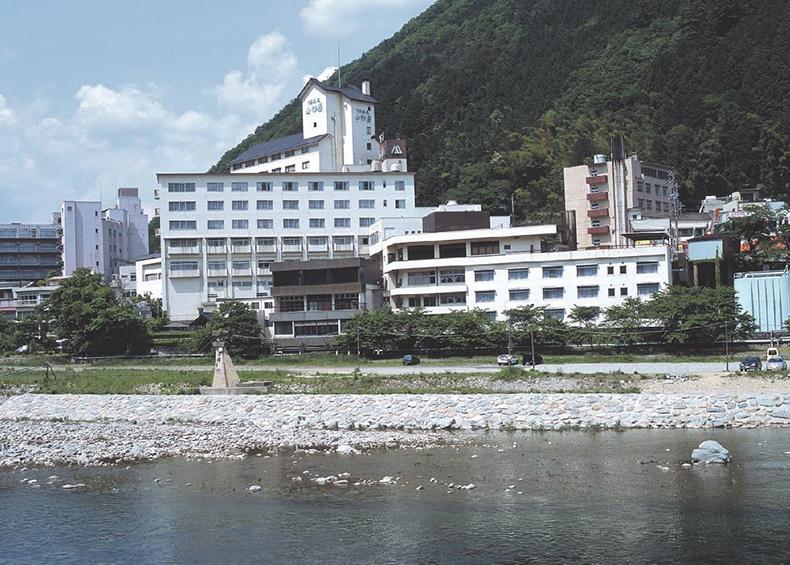 下呂温泉の山形屋は江戸時代から続く、くつろぎの温泉旅館。癒しの名湯下呂温泉や飛騨の名産とともにお待ちしています。