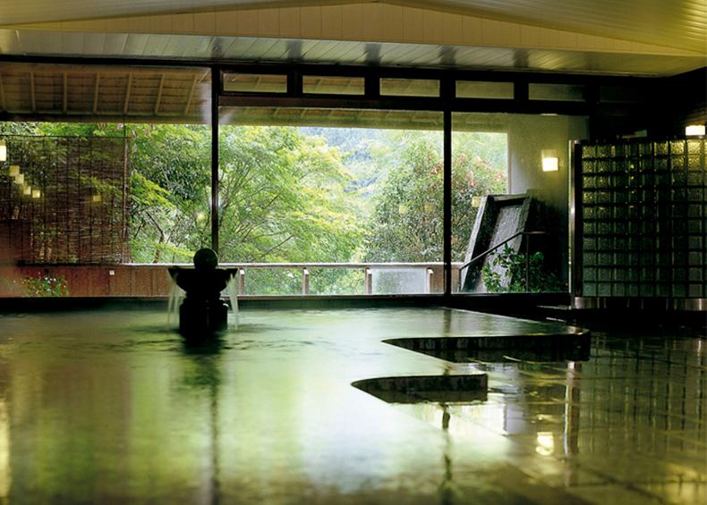 広々とした大浴場は、開放感抜群。