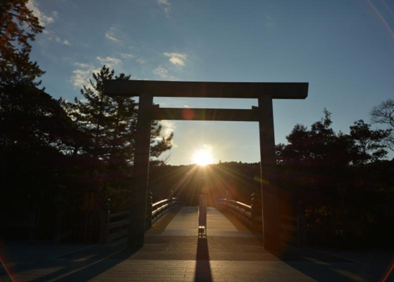 【伊勢神宮】 二千年の歴史を有し、内宮・外宮をはじめ125の宮社からなる日本人の心のふるさとです。