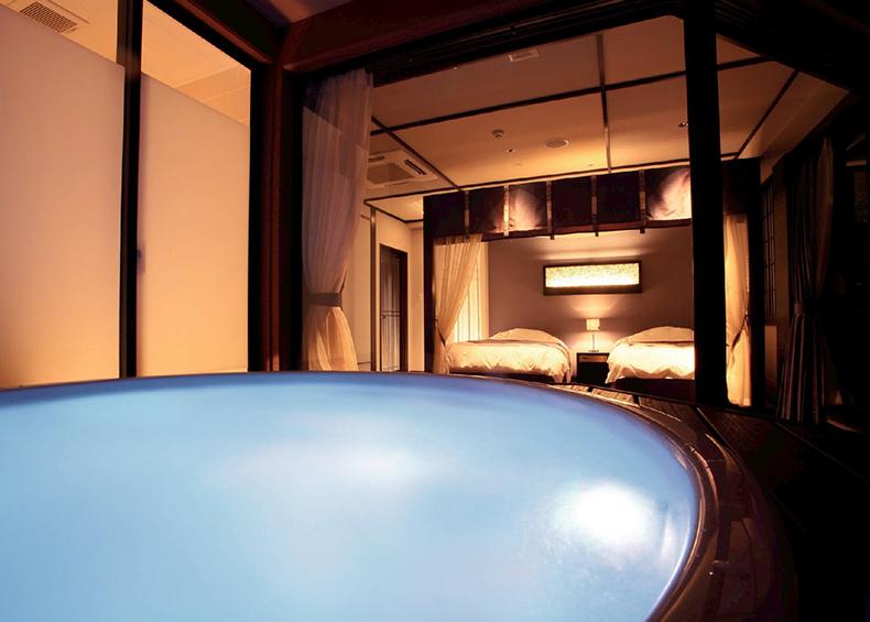 露天風呂も完備しておりますので、お部屋でゆっくりとおくつろぎください。