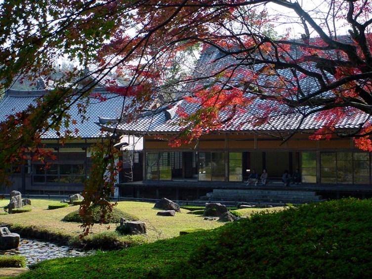【常栄寺雪舟庭】 雪舟庭は禅味あふれる日本庭園の代表作として、大正15年に国より史跡ならびに名勝に指定されています。