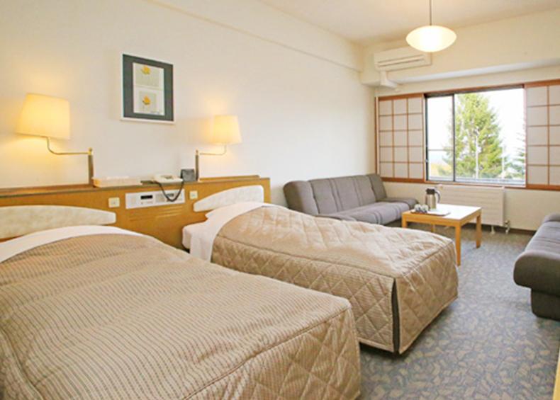 斑尾高原ホテルは、宿泊人数や用途に合わせて6タイプのお部屋をご用意しております。(写真は洋室)