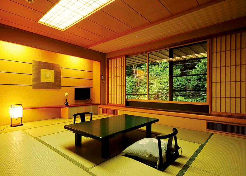 客室は木のぬくもりが伝わる落ち着いた空間をご用意しました。