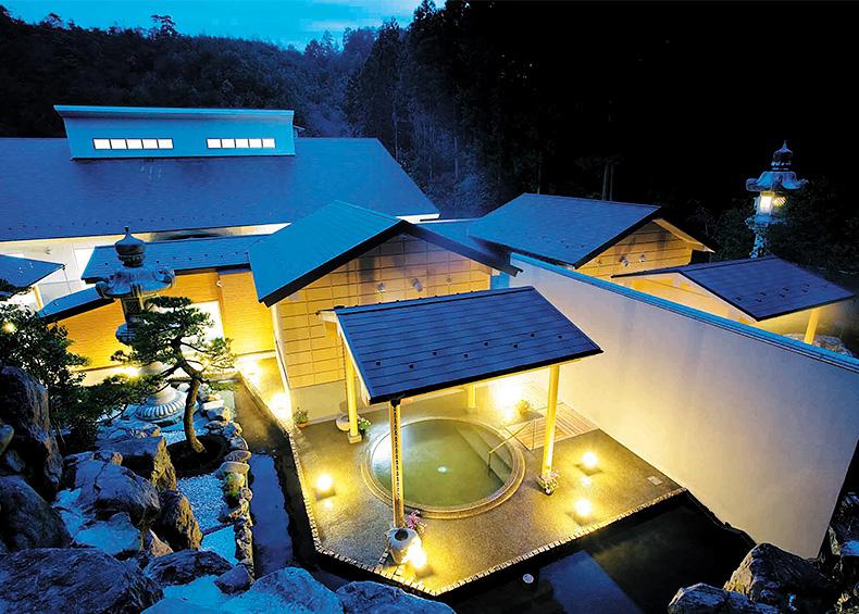 一番奥へ緑に囲まれた石の露天風呂に浸かっていただいたころすっかり湯の花温泉の虜になっているに違いありません。豊富で良質な泉質を誇る京都の天然温泉「湯の花温泉」のぬくもりをゆっくりとお楽しみ下さい。