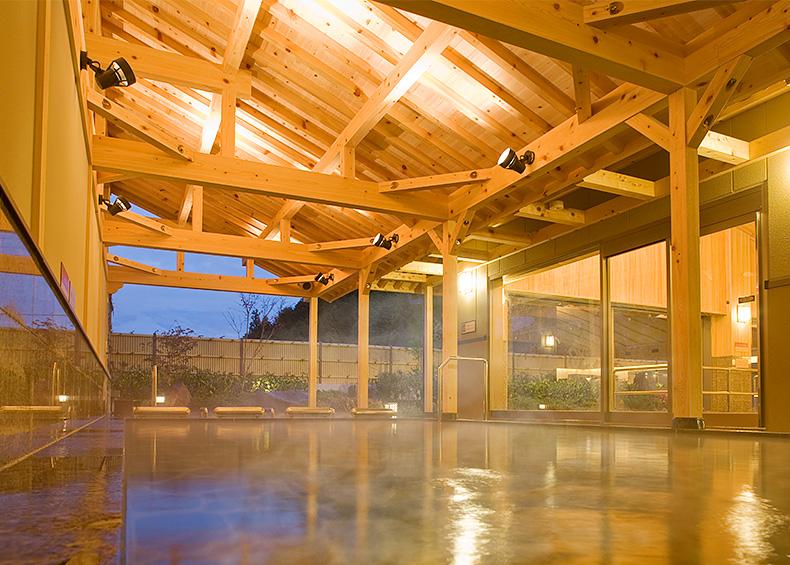 木のぬくもりを伝える総檜作りの壁や天井、贅沢な癒しの時間をご満喫下さい。