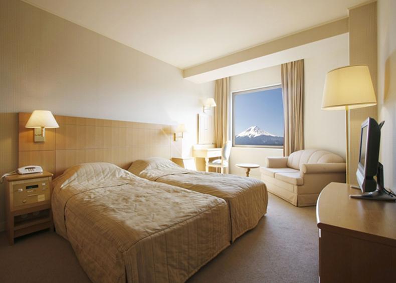 四季折々の至高の富士山の景色を目の前に、ゆったりとしたお部屋でリゾート気分を満喫してみてはいかがですか?
