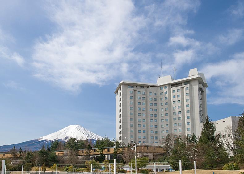 ハイランドリゾート ホテル&スパは雄大な富士山を目の前に望むリゾートホテル。