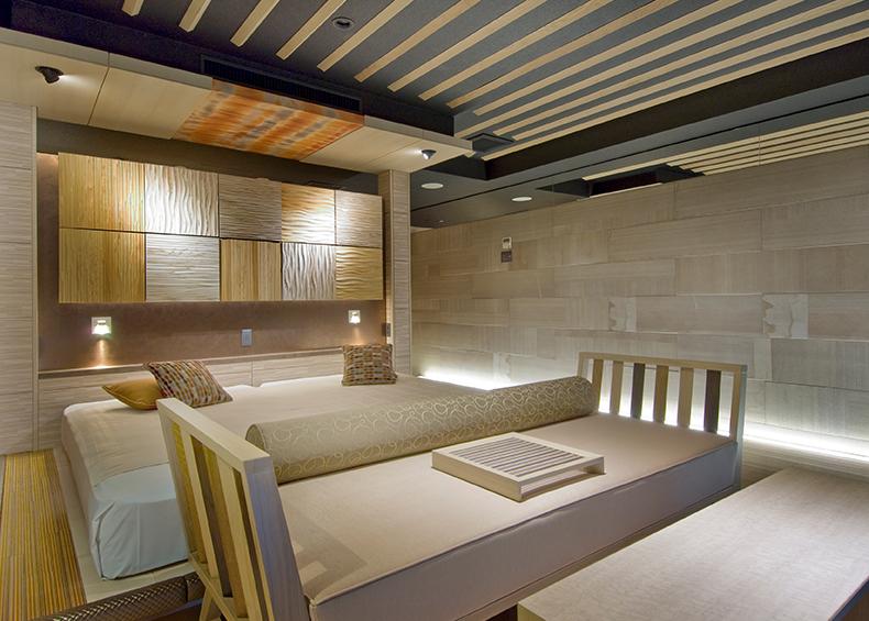 KUKUNAに隣接する展望館、小高い山の上に建つ眺望絶景・特等席の客室です。